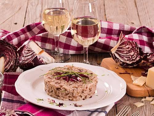 Risotto al radicchio di Treviso, salsiccia e formaggio ubriaco